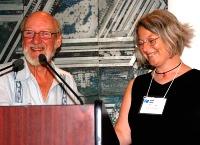 Martin Keeley présente Helen Clay, gagnante de la bourse d'études Claudette-Upton