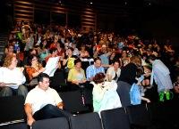 Les gens ont rempli l'auditorium pour entendre le discours d'ouverture de Michael Redhill